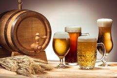 Trumma och olikt öl arkivbild