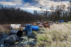Trummor av giftlig avfalls i natur Royaltyfria Foton