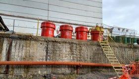 Trummor av kärn- avfalls på den Tjernobyl kärnkraftverket Royaltyfri Bild