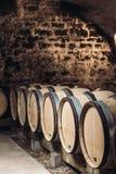 Trummor av vin i en vinkällare Royaltyfria Bilder