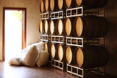 Trummor av vin och socker arkivfoton