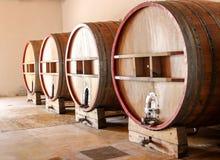 Trummor för vinlagring Arkivfoton