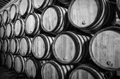 Trummor för whisky eller vin Arkivbilder