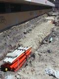 Trummor i dike på konstruktionsplatsen Arkivfoton