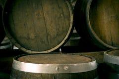 trummor staplad wine Arkivfoto