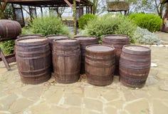 trummor staplad wine Garnering av trummorna i byn Ataman Arkivfoto