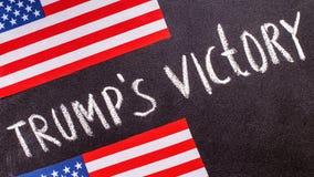 Trump'soverwinning op het schoolbord en de vlag van de V.S. Royalty-vrije Stock Afbeelding