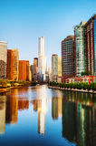 Trump международный отель и возвышайтесь в Чикаго, IL в утре Стоковая Фотография
