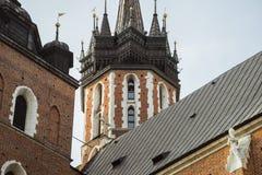Trumpetappell på det kyrkliga tornet i Krakow Arkivfoton