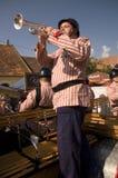 Trumpetist Feder romano dos companheiros engraçados da faixa imagens de stock