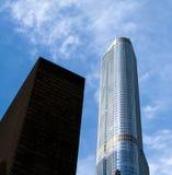Trumpf-internationales Hotel und Kontrollturm stockfotos