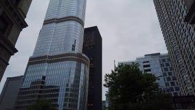 Trumpf-Turm an Chicago-Stadtzentrum - CHICAGO, USA - 12. JUNI 2019 stock video footage
