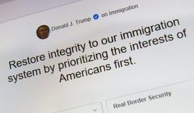 Trumpfansichten Donald J über Immigration stockfotografie
