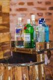 Trunek butelki przy barem, butelki gorzała, trunek, alkohol w b obraz royalty free