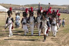 Truppe francesi che sfoggiano sul campo di battaglia durante la rappresentazione della battaglia di Bailen fotografia stock libera da diritti