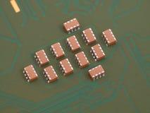 Truppe von keramischen Kondensatoren Stockfoto