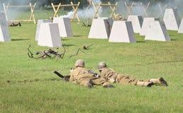 Truppen in WWII-Wiederinkraftsetzung Lizenzfreie Stockbilder