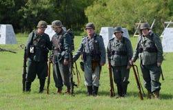 Truppen an WWII-Wiederinkraftsetzung Lizenzfreie Stockfotografie