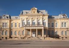 Truque, Bulgária - 6 de março de 2016: Museu histórico regional renovado na cidade do truque, Bulgária Foto de Stock