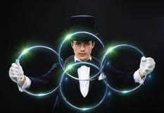Truque da exibição do mágico com ligamento de anéis imagem de stock