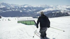 Truque do estilo livre do esquiador Slowmotion vídeos de arquivo