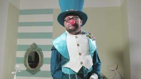 Truque do truque das mostras do ilusionista com balão 4k video estoque