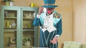 Truque do truque das mostras do ilusionista com flor 4k vídeos de arquivo
