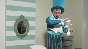 Truque do truque das mostras do ilusionista com flor 4k video estoque