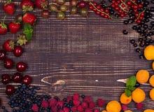 Truskawka, czarna jagoda, czernica, malinka, wiśnia, morele, agrest i rodzynek, Obraz Royalty Free