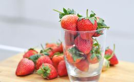 Truskawka lub truskawka w szkle Fotografia Stock
