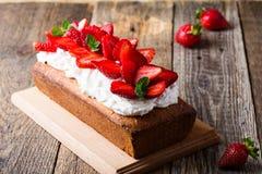 Truskawka tort, wakacyjny owocowy deser fotografia stock