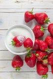 Truskawka z cukierem zdrowe jeść Fotografia Stock
