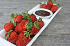 Truskawki i czekoladowy kumberland Fotografia Royalty Free