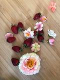 Truskawki i kwiaty Fotografia Royalty Free