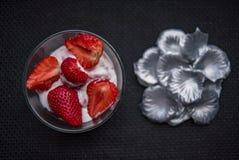 Truskawki i lody Zdjęcie Royalty Free