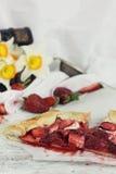 Truskawki, jabłka i bezy galette, Fotografia Royalty Free