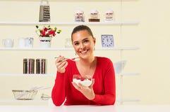 Truskawki przekąski zdrowie zdrowej diety ciężaru straty kremowy jogurt Fotografia Royalty Free