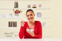Truskawki przekąski zdrowie zdrowej diety ciężaru straty kremowy jogurt Zdjęcie Royalty Free