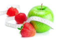 truskawki taśmy jabłczana odosobniona miara Fotografia Stock