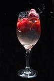 Truskawki w wina szkle z wodą Obraz Stock