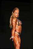 Truskawkowa blondynka z tatuażem Napina Jej Potężną budowę ciała Zdjęcia Stock
