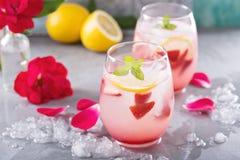 Truskawkowa lemoniada z róży wodą Zdjęcie Stock