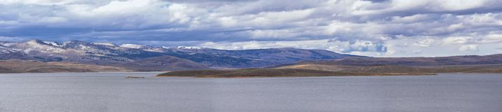 Truskawkowa rezerwuar zatoka w spadku, panorama lasowych widokach wzdłuż autostrady 40 blisko Daniels szczytu między Heber i Duch obraz stock
