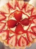 Truskawkowy Charlotte tort zdjęcie stock