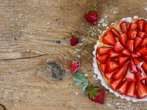 Truskawkowy cheesecake na drewnianym tle Obraz Stock