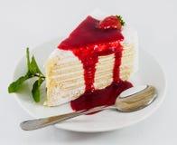 Truskawkowy crape tort na talerzu Fotografia Royalty Free