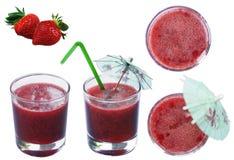 Truskawkowy czerwony świeży gniosący sok w przejrzystej szklanej filiżance na odosobnionym białym tle z truskawkowymi jagodami zdjęcie royalty free