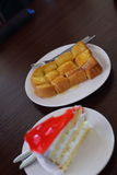 Truskawkowy dżem Tortowy i grzanki masło Zdjęcie Stock
