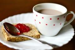 Truskawkowy dżem na chlebie Zdjęcie Royalty Free