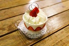 Truskawkowy filiżanka tort Fotografia Stock